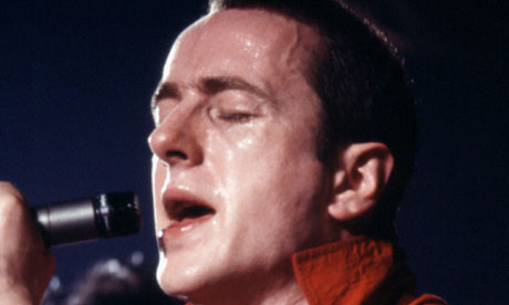 Joe-Strummer-on-stage-in--008