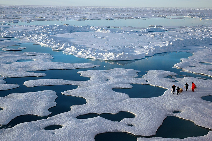 Scientists_tread_ice_and_snow_CanadaBasin_of_Arctic_July22_2005_CreditNOAA_Photog_JeremyPotter
